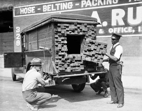 Camión con un cajón oculto para transportar alcohol