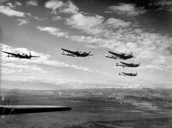 Varios P-38 sobre la cordillera del Atlas