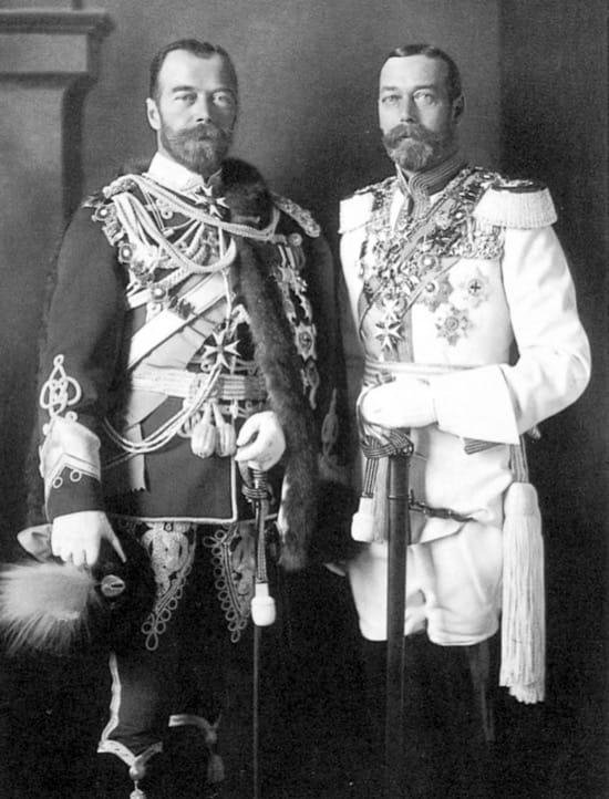 Nicolas II de Rusia y Jorge V de Reino Unido, primos y muy parecidos
