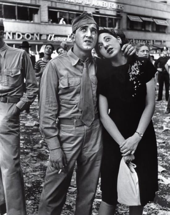 Día de la Victoria, V-J, en Times Square. 14 de agosto de 1945