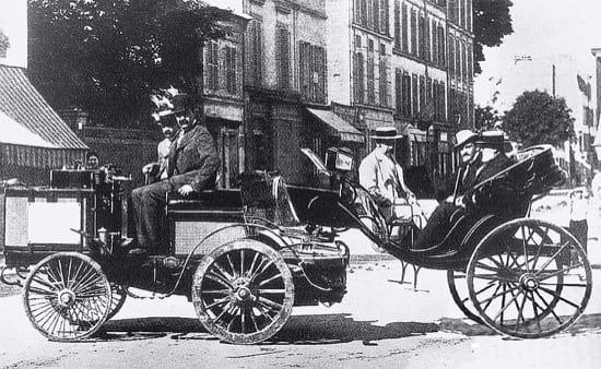 El conde Jules-Albert de Dion en su carruaje