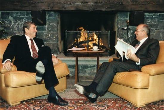 EEUU y la URSS acordaron parar la Guerra Fría en caso de invasión alienígena