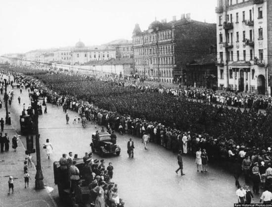 Impresionantes fotos del desfile de los nazis por Moscú, la ciudad que nunca tomaron 7