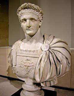 Los mil espejos del emperador Domiciano