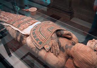 Pagando el entierro a escote en Egipto