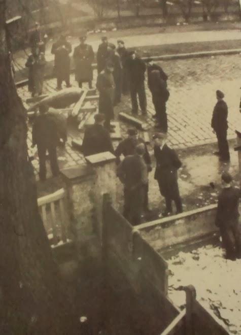Usando prisioneros de Sachsenhausen como artificieros