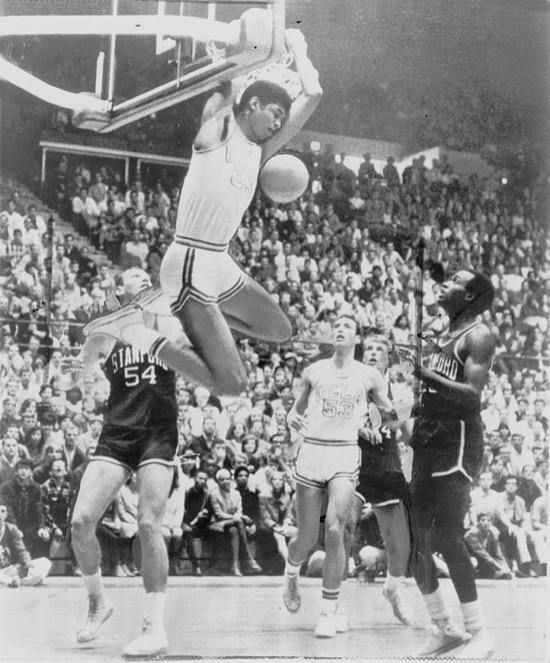 La superioridad de Kareem Abdul-Jabbar cambió las reglas del baloncesto